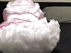 Be in the lap of luxury Milquetoast Diapered Filly Shows Withdraw Machinery Coupled with Sucks Dildo