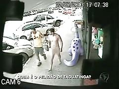 Homem que andando pelado em rua de Taguatinga
